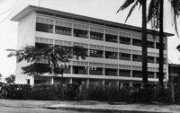 Douala, bâtiment du nouveau lycée - Carte postale écrite en 1956