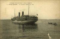 Grand-Bassam, le courrier « Asie » sur rade. – Ce navire, de 9 058 tonnes, 7 500 chevaux et 139,10 x 17,06 mètres, entre en service en 1914. Il est utilisé comme navire hôpital et transport de troupes pendant la première guerre mondiale, avant de faire les lignes de la côte africaine pour la compagnie des Chargeurs Réunis. Il connais plusieurs avaries, accidents, échouages et incendies : en sortant de la Gironde en 1920, dans le port de Dakar en 1925, près de Matadi (Congo) en 1927… Il est saisi par l'armée italienne en 1942, par les Allemands en 1943 qui le remettent aux Italiens pour lesquels il navigue sous le nom de « Rossano » avant d'être coulé en 1944 par un bombardement allié du port de Gênes. Renfloué, il finit sa carrière en chavirant dans le port après incendie.  - Tant que le port d'Abidjan n'est pas installé en lagune Ebrié par le percement du canal de Vridi achevé en 1950, les navires utilisent la rade foraine et les wharfs de Grand Bassam et Port Bouet.