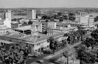 Abidjan, vue sur le boulevard Antonetti – Ce boulevard porte le nom de Raphaël Valentin Marius Antonetti (1872 - 1938) qui fut gouverneur de la Côte d'Ivoire entre janvier 1918 et  avril 1924.