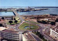 Abidjan, vue sur la place de l'Indépendance, au loin Treichville – Il s'agit de l'ancienne place Lapalude, renommée après l'indépendance justement.