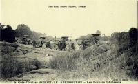 Agboville, Abengourou - Les Rochers d´Aniassué – Les localités d'Agboville et d'Abengourou sont distantes de 150 km. C'est le chemin qu'empruntent les camions transportant le cacao destiné à l'exportation.