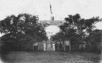 Abidjan, entrée du Camp Gallieni – L'emplacement correspond à celui de l'actuel Palais de Justice.
