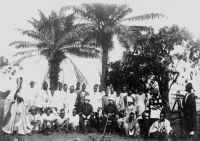 Le personnel de la mission Salesse (1895-1896) – Cette mission, organisée sous l'égide de la Société de géographie, est chargée de reconnaître et tracer la route reliant Conakry au Niger.