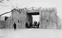 Zinder, la porte du poste - carte postée en 1922
