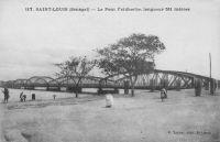 Saint-Louis, le pont Faidherbe, longueur 511 mètres – Le projet retenu pour ce pont par le Conseil Général est celui défendu par M. Robert, le chef du service des T.P. de la Colonie et le conseiller Crespin, pour ses qualités esthétiques. La majorité des conseillers suivit ces deux hommes, et l'entreprise Nouguier, Kessler et Cie emporta le marché pour  1 880 000 F.