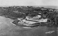 Dakar, le Lido - A la fois piscine olympique (remplie à l'eau de mer), restaurant, bar et dancing, le Lido est un haut lieu de la vie française à  Dakar avant et même après l'indépendance, jusqu'en 1974 ou il est détruit et cède sa place à un hôtel qui ne conserve que le tracé de la piscine originale.