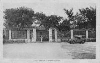 Dakar, hôpital colonial - Projet remontant à 1882, l'hôpital voit le jour en 1890 près du Cap Manuel et face à Gorée. Destiné au départ à recevoir 200 lits, cet hôpital militaire en accueil bientôt 600 et est connu comme
