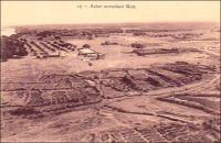 Avion survolant Gao. – A l'heure où chasseurs bombardiers partis de France et hélicoptères appuyant les troupes au sol sillonnent le ciel du nord Mali, il est intéressant de se souvenir de la présence ancienne des aviateurs français dans cette région. En effet, c'est à Gao que fut déployée en 1931 la 3ème escadrille de l'AOF -la première escadrille avait vu le jour à Thiès au Sénégal en 1924 et la seconde à Bamako en 1929. Ces unités étaient chacune composées de neuf appareils de type Potez 25 TOE (théâtre d'opération extérieure) sur leur base principale et de trois autres Potez 25 ou 29 sur leur base secondaire (celle de Gao étant située à Agadès). Le but de ces forces aériennes implantées sous les tropiques est la surveillance du territoire et l'appui aux troupes et aux groupes supplétifs en cas d'engagement. Elles effectuent également des missions postales, ainsi la 3ème escadrille va durablement assurer la liaison courrier entre Gao et Kano au Nigéria à partir de 1933. En outre, pour la troisième escadrille, qui est basée sur des espaces limitrophes de la Lybie,  il s'agit aussi de rappeler aux Italiens la souveraineté active de la France en « montrant ses cocardes » aux confins du Sahara. Pour insigne, qui sera peint sur le fuselage de ses avions, l'escadrille de Gao choisit l'image d'un guerrier touareg. Elle sera finalement dissoute en 1940. Sources : Richemond, S. « La troisième escadrille dans le ciel de Gao » dans Images et Mémoires n°31 et Carlier, Marc, La drôle de guerre au Sahara. Confins nigériens 1938-1940, ed. Karthala, Paris, 2006.