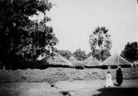 Bamako, la cabane Bembouis (?) (légende manuscrite) – Photo prise par un amateur et datée du 28.10.1942