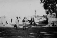 Bamako, courtier indigène - légende manuscrite, photo prise par un amateur et datée au dos du 28.10.1942