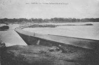 Kayes, la chaussée submersible et le Sénégal –Il doit s'agir de l'ouvrage reliant les quartier de Petit Kayes et de Kayes-Ba.