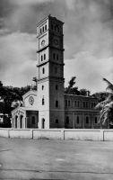 Lomé, le temple protestant  – Le temple évangélique est réalisé en 1906-1907 par la Société des Missions d'Allemagne du Nord. Il reste encore actuellement le cœur de l'Eglise évangélique du Togo.  Deutsche Architektur in Togo 1884 – 1914, Wolfgang Lauber, éditions Karl Kramer Verlag, Stuttgart, 1993.