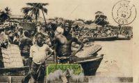 Cotonou, marché lagunaire - Cotonou est reliée par voie lagunaire tous les deux jours à Abomey-Calavi et tous les cinq jours à Porto-Novo grâce à des pirogues de 10 à 20 t.