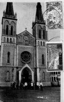 Lomé, la cathédrale – La cathédrale du Sacré Cœur de Lomé est un « important chef d'œuvre du frère Johannes inspiré de l'église de la maison-mère de la Société du Verbe Divin à Steyl. Construite en 1901-1902. Nef élargie par des galeries hautes en 1914. Toiture et flèche des clochers refaits en 1940. » Deutsche Architektur in Togo 1884 – 1914, Wolfgang Lauber, éditions Karl Kramer Verlag, Stuttgart, 1993.