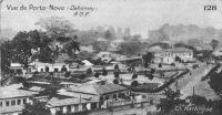 Vue de Porto Novo – La ville de Porto-Novo est le chef-lieu du cercle du même nom et le lieu de résidence, avec Cotonou, du Gouverneur général de la colonie. Le cercle compte en 1948 une population de 324 817 Africains et 500 Européens (Guid'AOF – édition 1948).